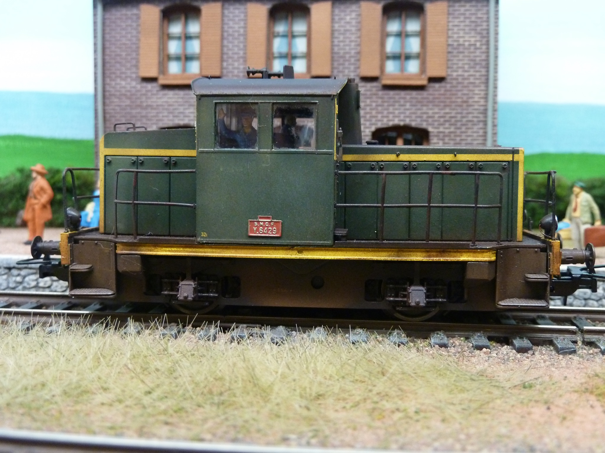 Y6429 E123302 EPM vert bande jaune et chassis noir, E123302